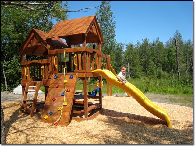 Les chalets du lac grenier children 39 s playset - Jeux de traveau de maison ...